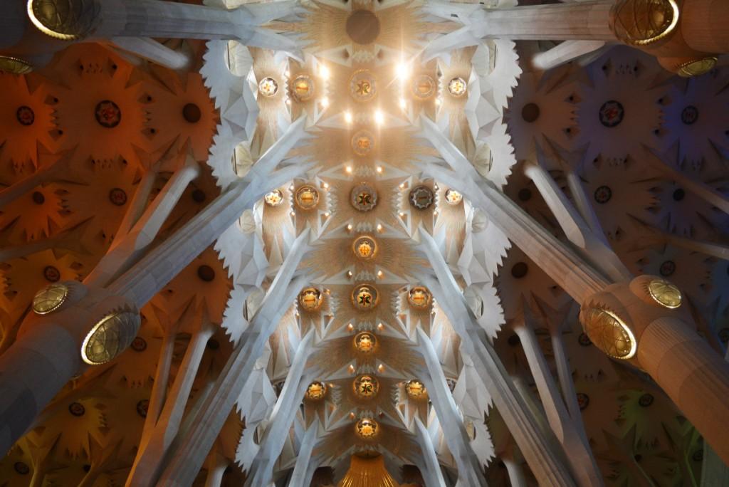 """Таванът на базиликата """"Светото семейство"""", Барселона за туристи"""