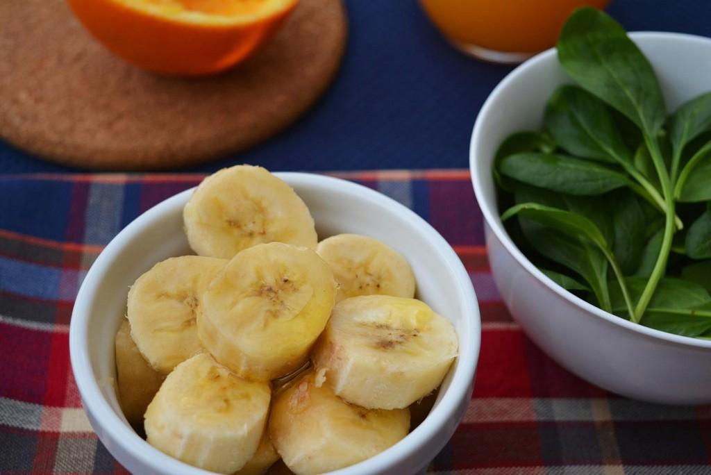 Веган смути за закуска: спаначена наслада. Банан.