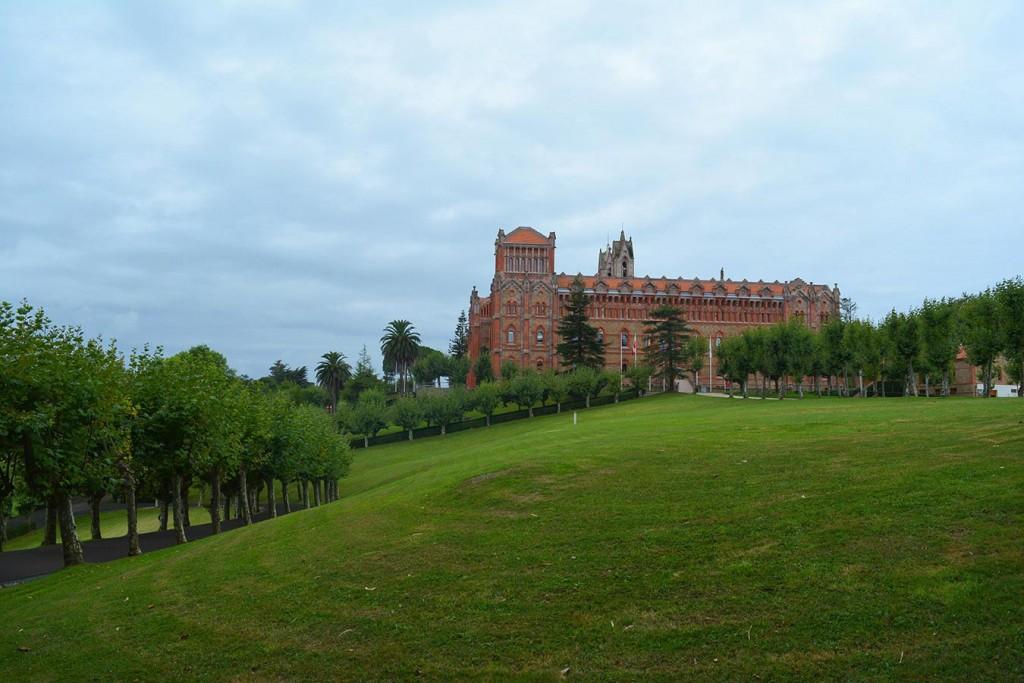 Папският университет в Комияс , Кантабрия.