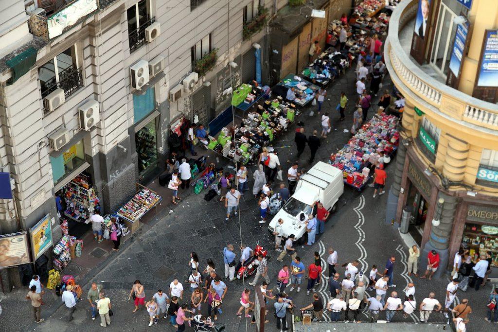 Неапол, щура обиколка със скутер и много пица
