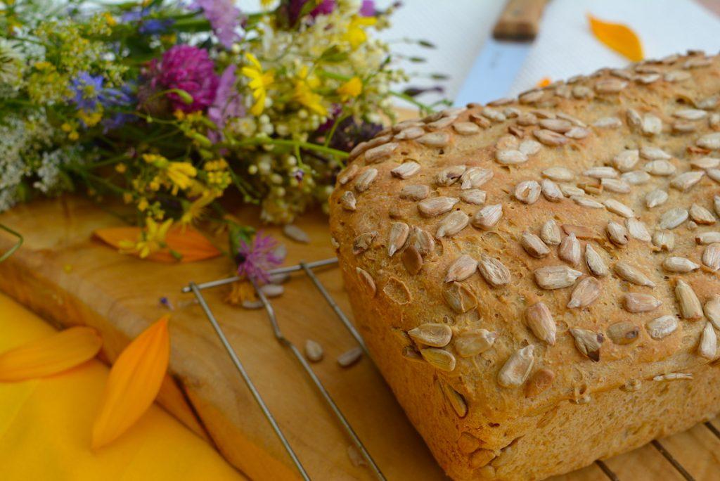 Pan con harina de cebada y semillas de girasol