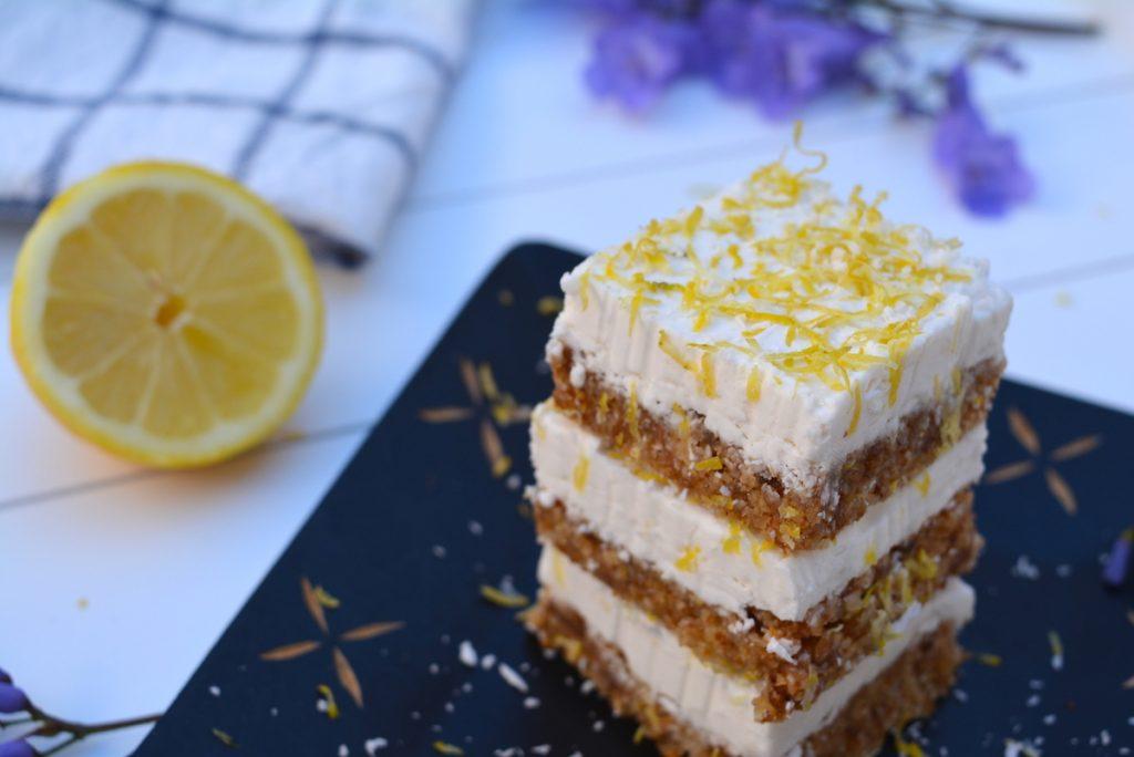 Cuadraditos veganos con crema de limón y coco