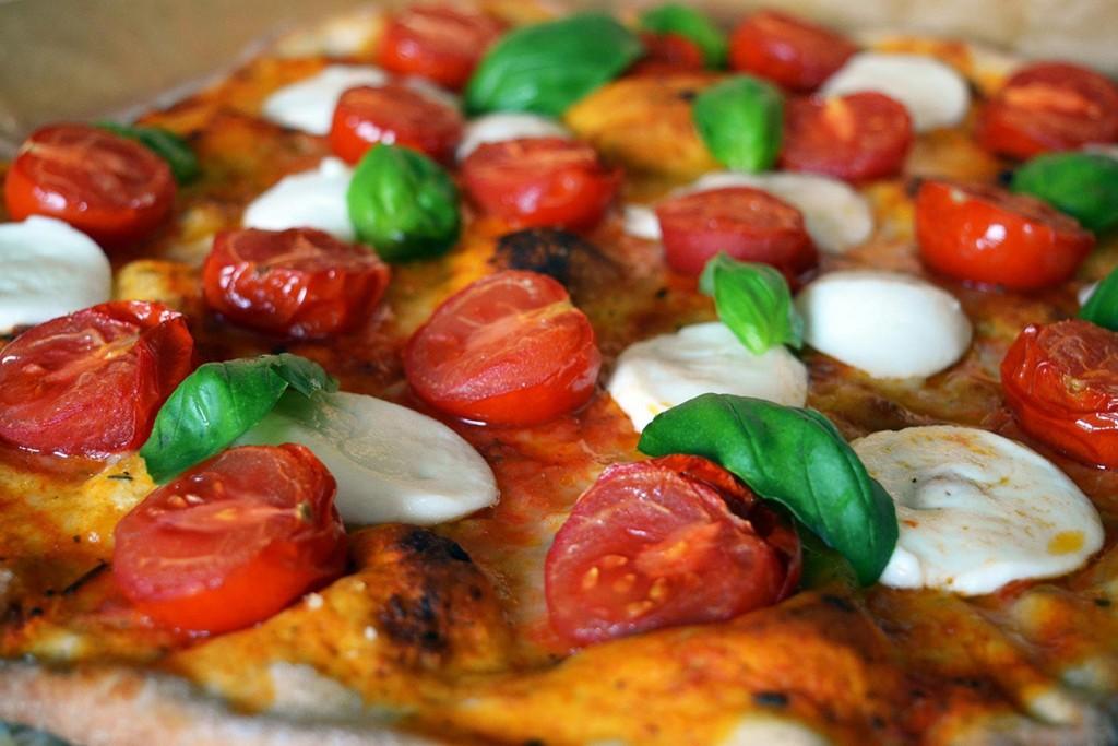 Pizza Margherita with einkorn flour